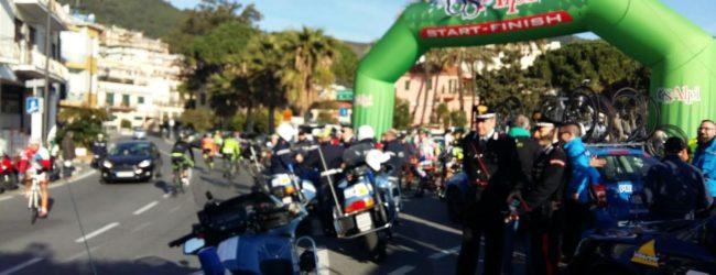 Alla Granfondo di Laigueglia tremila ciclisti hanno colorato il weekend della Baia del Sole