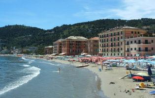 A Laigueglia una tassa turistica all'ingresso in spiaggia o per l'ombrellone  al posto della tassa di soggiorno