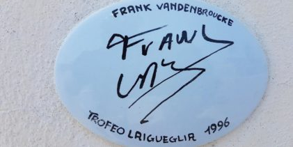A Laigueglia una piastrella firmata Frank Vanderbroucke