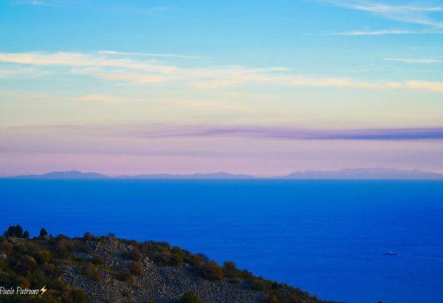 La Corsica vista dalla Riviera di Ponente in una foto di Paolo Patruno