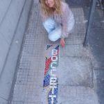 Irina, l'artista che trasforma le buche in opere d'arte