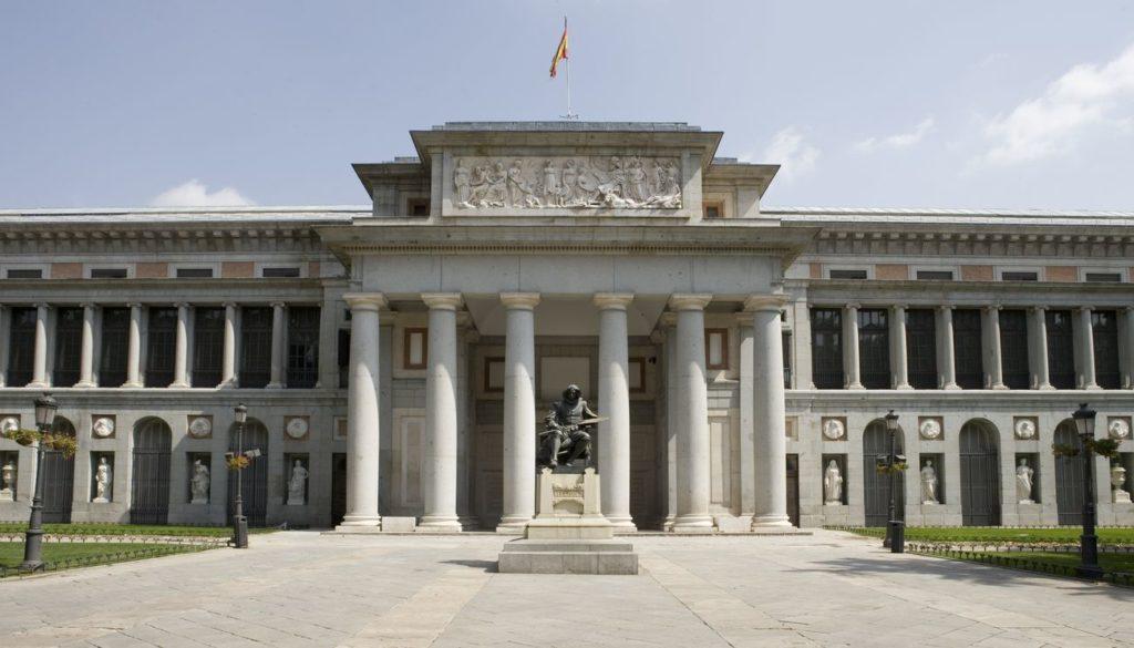 L'edificio di Madrid fu voluto da Carlo III di Spagna, che si affidò a uno dei suoi architetti preferiti, Juan de Villanueva